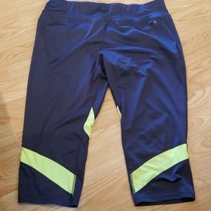 Danskin Cropped Athletic Pants